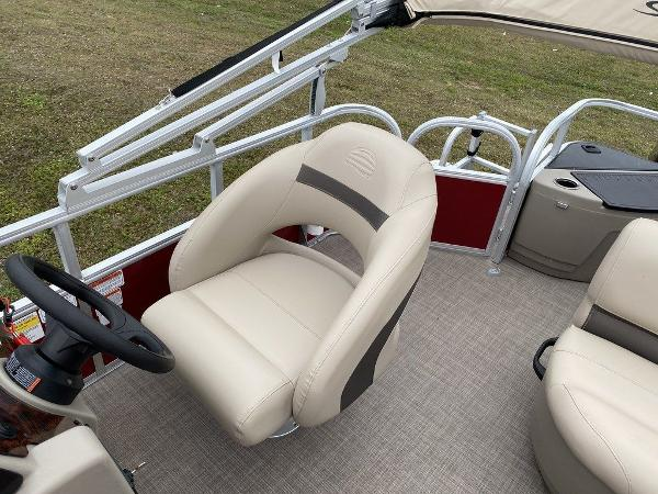 2021 Sun Tracker boat for sale, model of the boat is BASS BUGGY® 18 DLX & Image # 3 of 9