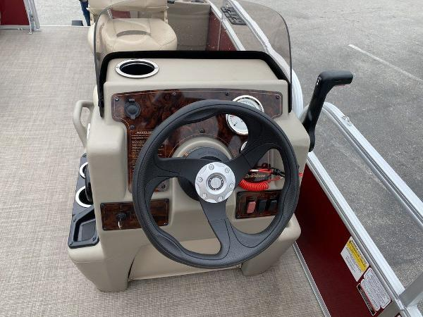 2021 Sun Tracker boat for sale, model of the boat is BASS BUGGY® 18 DLX & Image # 4 of 9