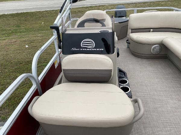 2021 Sun Tracker boat for sale, model of the boat is BASS BUGGY® 18 DLX & Image # 6 of 9