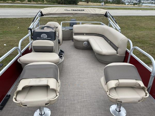 2021 Sun Tracker boat for sale, model of the boat is BASS BUGGY® 18 DLX & Image # 9 of 9