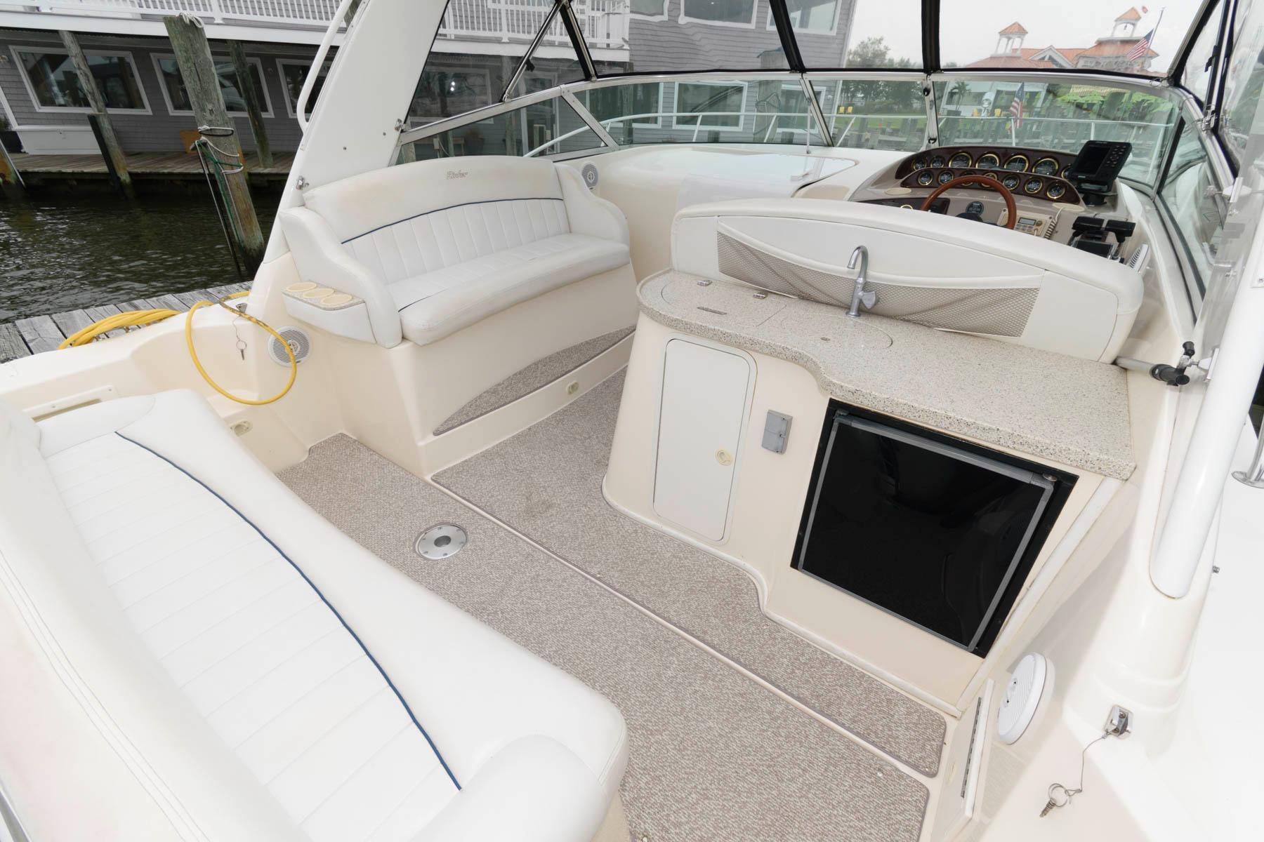 M 6453 KB Knot 10 Yacht Sales