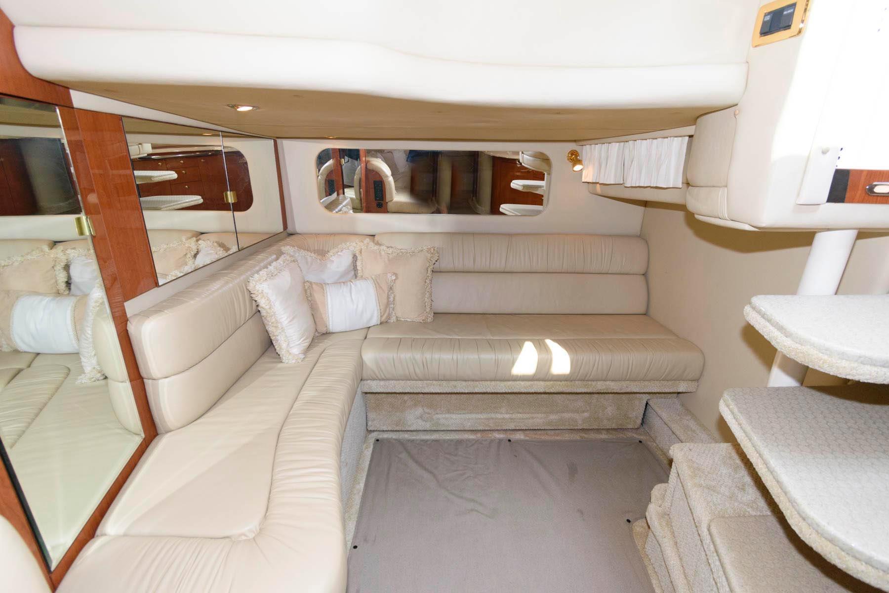 M 6478 BW Knot 10 Yacht Sales