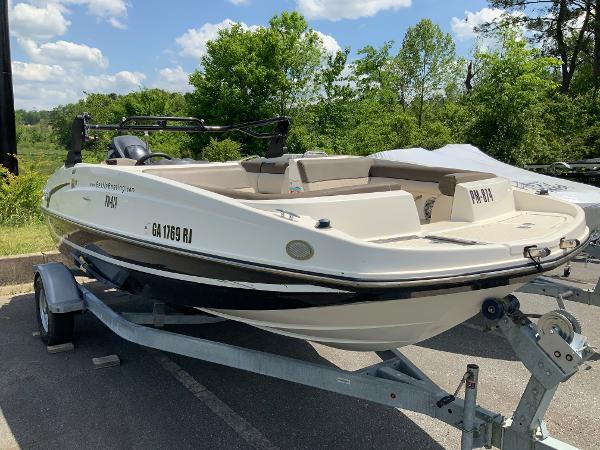 2018 Bayliner boat for sale, model of the boat is 190 Deck Boat & Image # 2 of 10