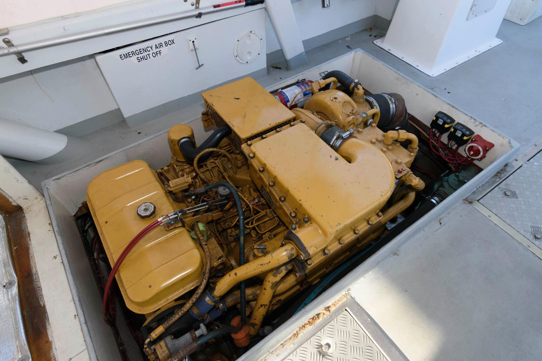 M 6549 CF Knot 10 Yacht Sales