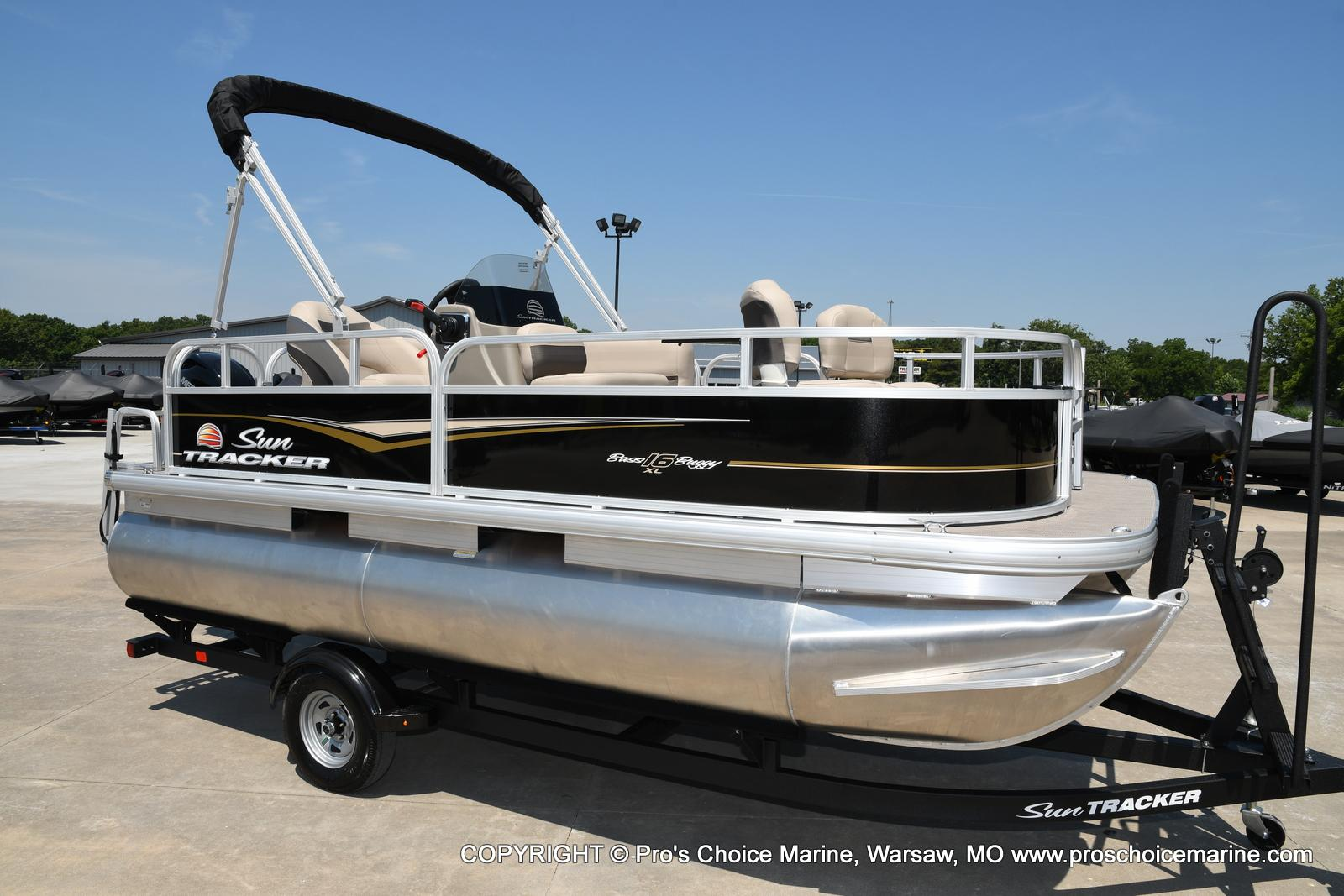 2021 Sun Tracker boat for sale, model of the boat is Bass Buggy 16 XL & Image # 1 of 43
