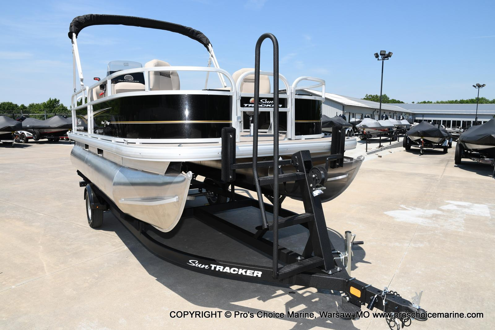 2021 Sun Tracker boat for sale, model of the boat is Bass Buggy 16 XL & Image # 20 of 43