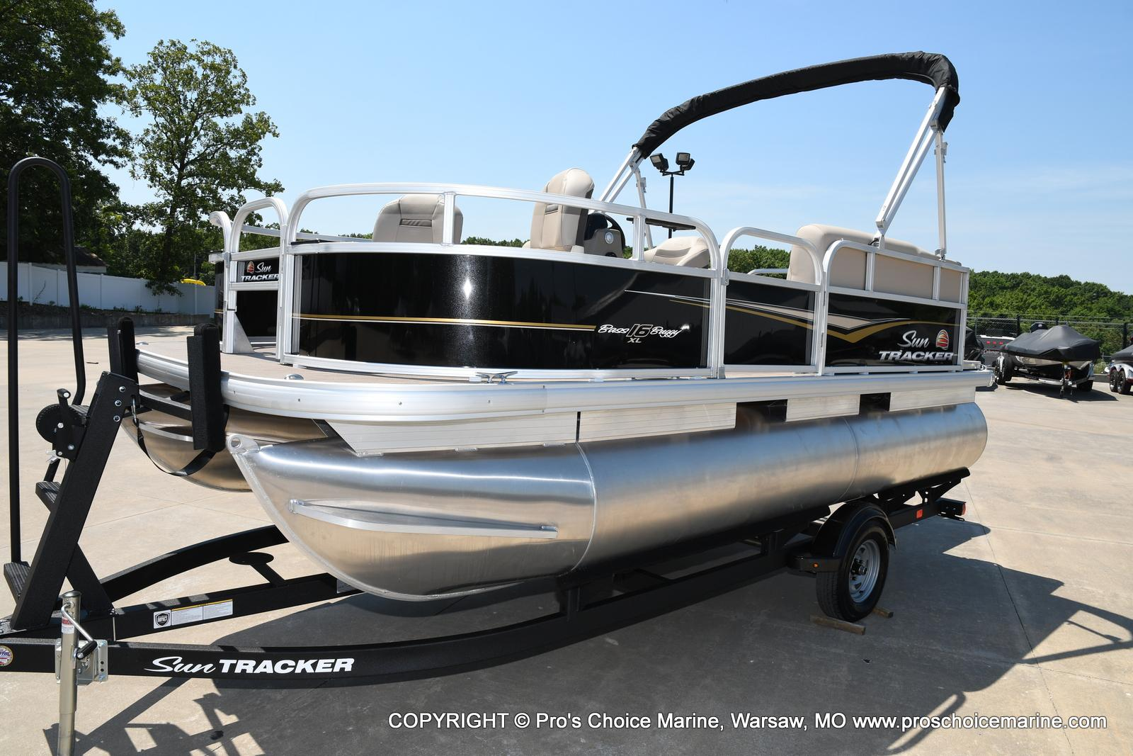 2021 Sun Tracker boat for sale, model of the boat is Bass Buggy 16 XL & Image # 35 of 43