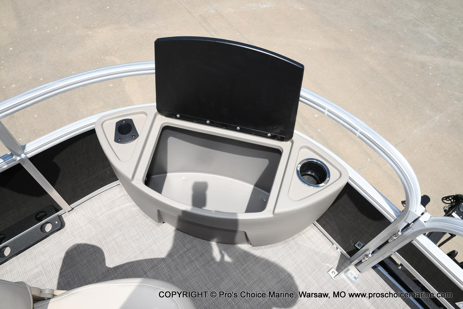 2021 Sun Tracker boat for sale, model of the boat is Fishin' Barge 20 DLX & Image # 21 of 50