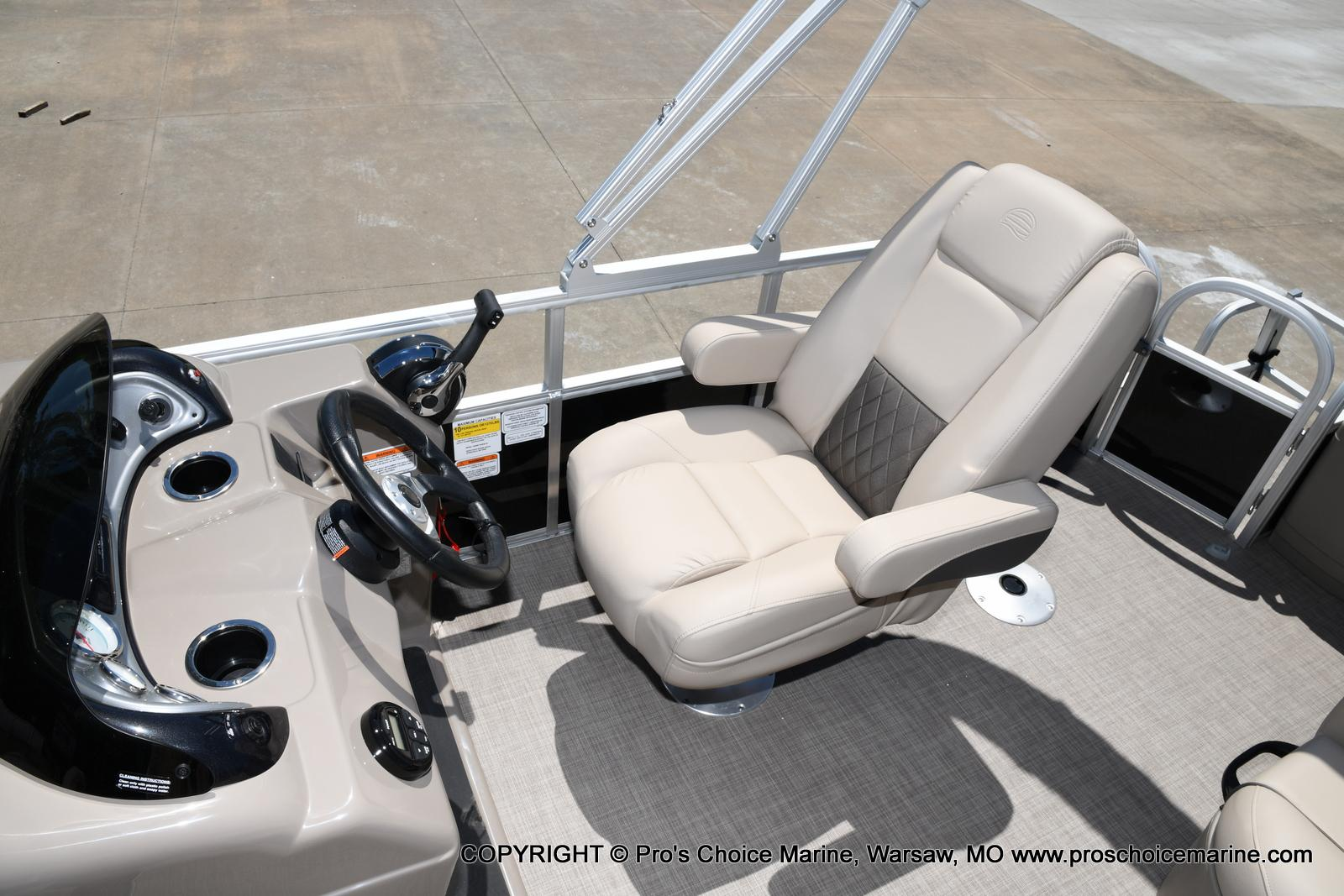 2021 Sun Tracker boat for sale, model of the boat is Fishin' Barge 20 DLX & Image # 8 of 50