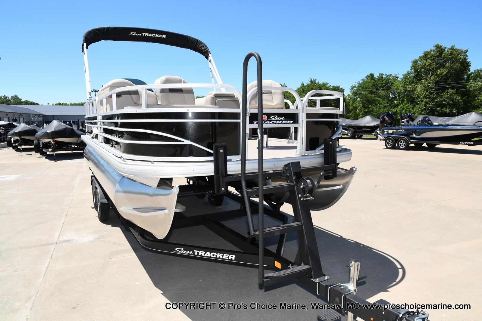 2021 Sun Tracker boat for sale, model of the boat is Fishin' Barge 20 DLX & Image # 40 of 50