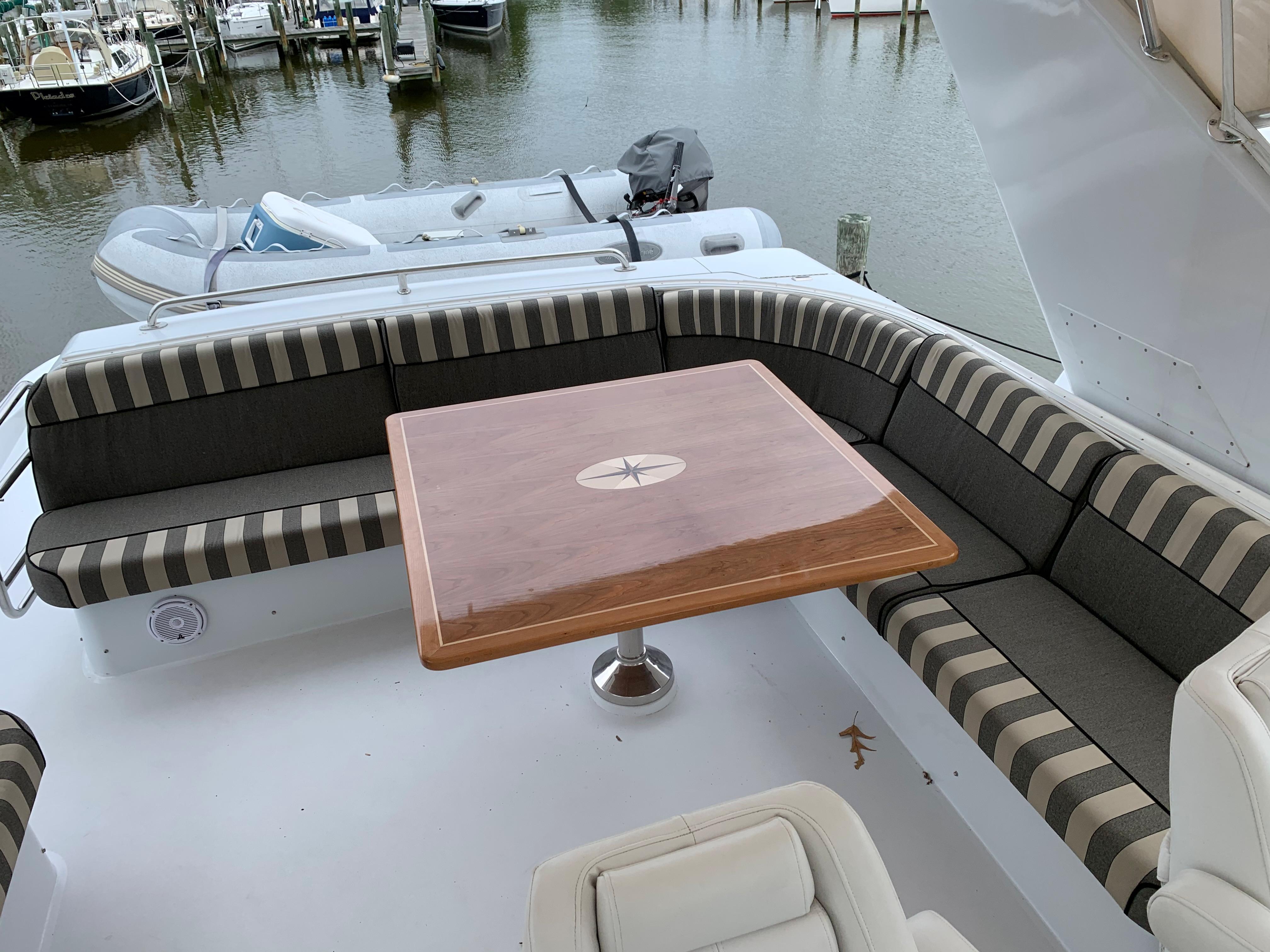 M 5885 PH Knot 10 Yacht Sales