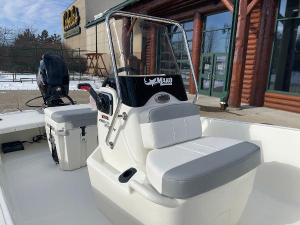 2021 Mako boat for sale, model of the boat is Pro Skiff 15 CC & Image # 14 of 46
