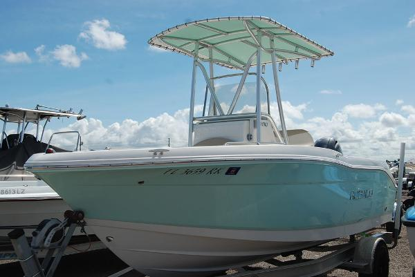 2017 Robalo boat for sale, model of the boat is R180 & Image # 2 of 12