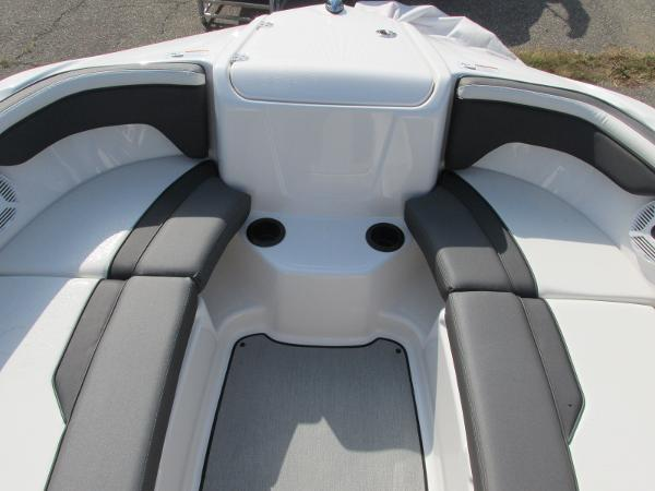 2021 Yamaha boat for sale, model of the boat is SX210 & Image # 19 of 22