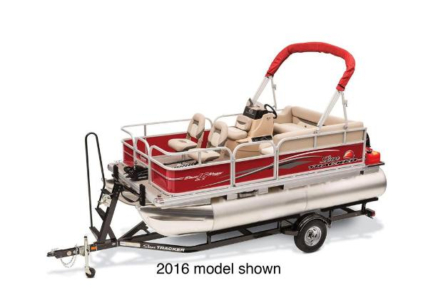 2017 Sun Tracker boat for sale, model of the boat is Bass Buggy 16 DLX & Image # 1 of 3