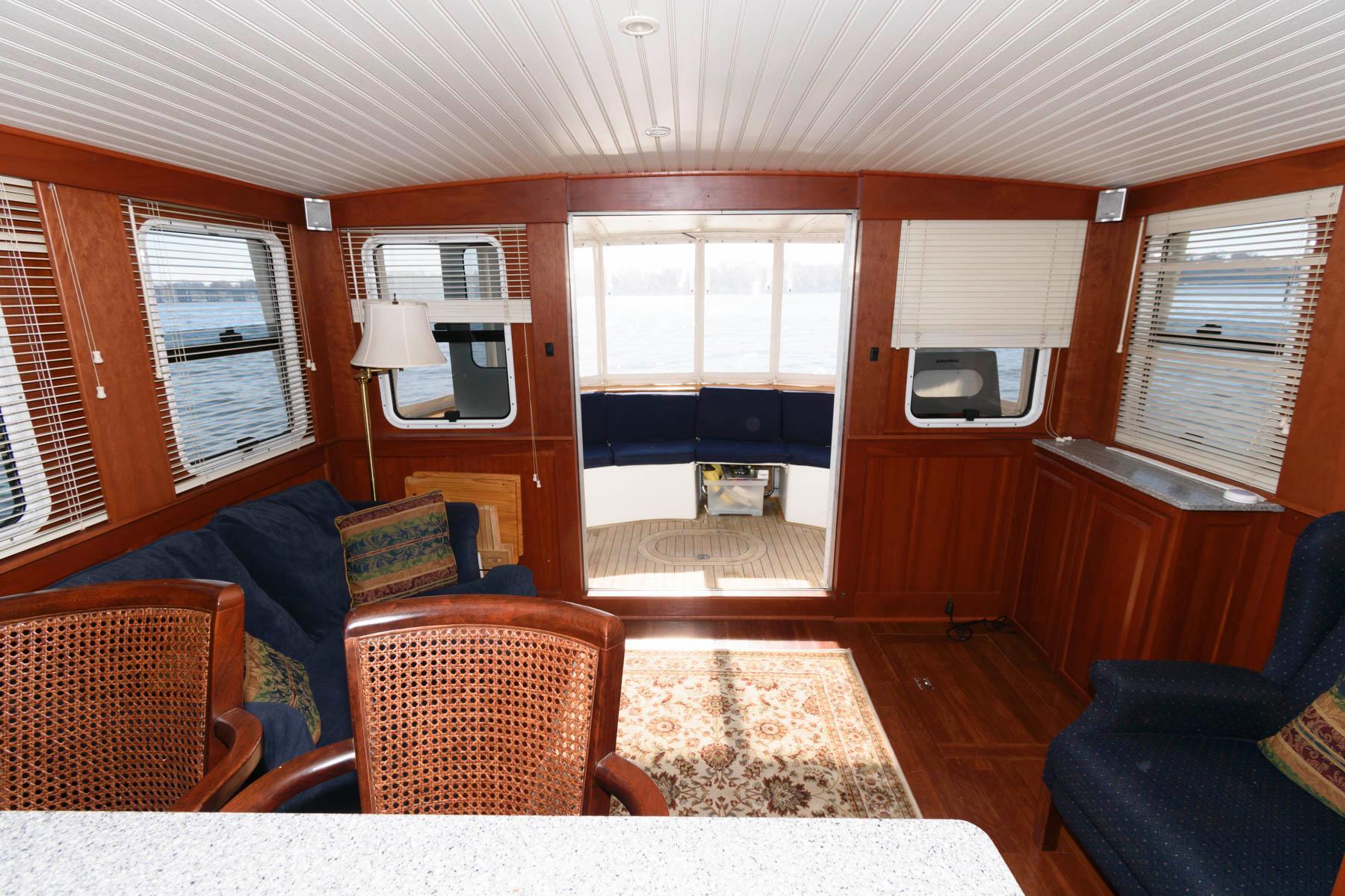 M 5833 KB Knot 10 Yacht Sales