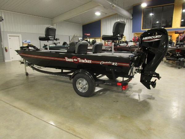 2021 Tracker Boats boat for sale, model of the boat is BASS TRACKER® Classic XL & Image # 18 of 35