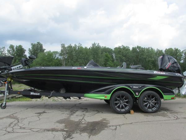 2021 Triton boat for sale, model of the boat is 20TRX & Image # 2 of 25