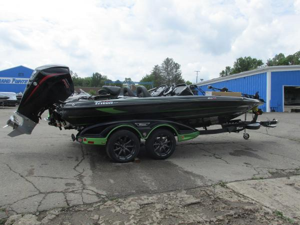 2021 Triton boat for sale, model of the boat is 20TRX & Image # 5 of 25