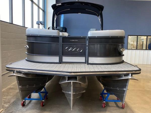 2021 Manitou boat for sale, model of the boat is RFX 25 LX SHP 575 & Image # 3 of 43
