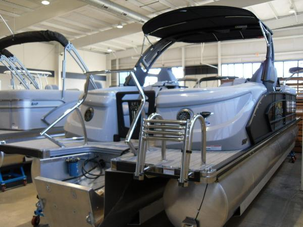2021 Manitou boat for sale, model of the boat is RFX 25 LX SHP 575 & Image # 9 of 43