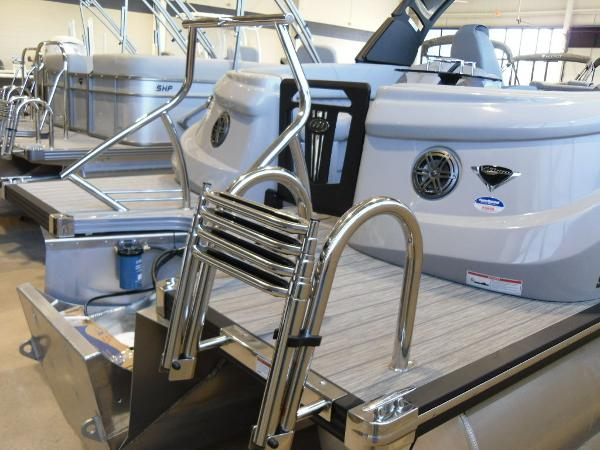 2021 Manitou boat for sale, model of the boat is RFX 25 LX SHP 575 & Image # 11 of 43