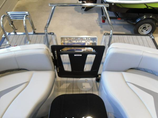 2021 Manitou boat for sale, model of the boat is RFX 25 LX SHP 575 & Image # 19 of 43