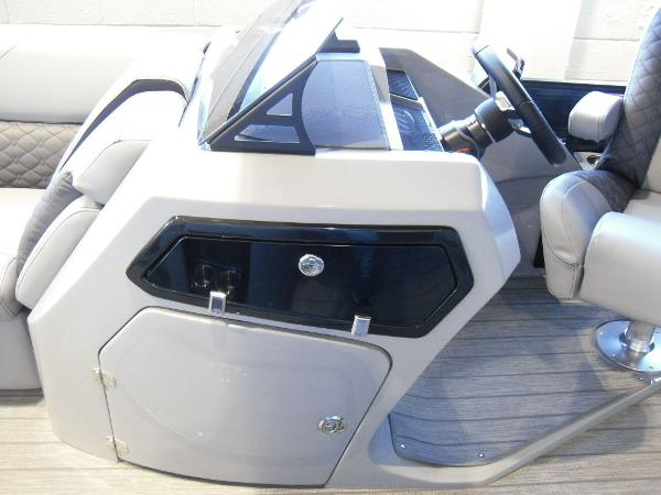2021 Manitou boat for sale, model of the boat is RFX 25 LX SHP 575 & Image # 36 of 43