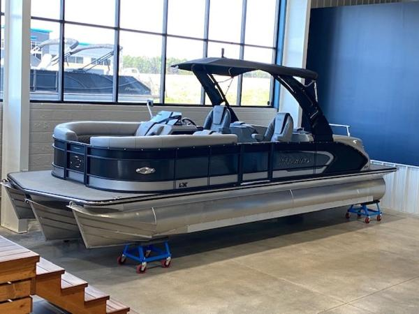 2021 Manitou boat for sale, model of the boat is RFX 25 LX SHP 575 & Image # 43 of 43