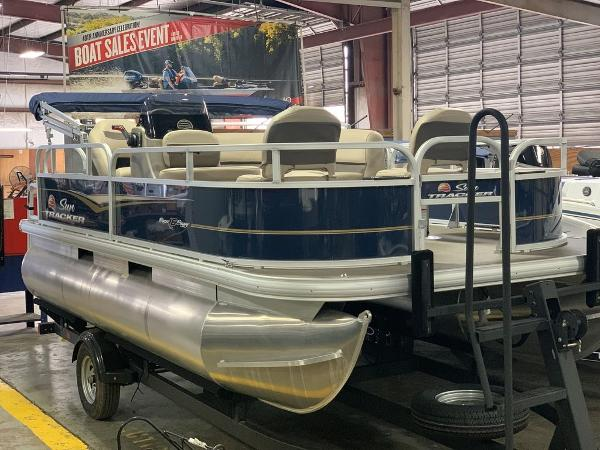 2021 Sun Tracker boat for sale, model of the boat is SBB16XLSB & Image # 1 of 11
