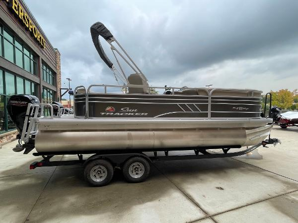 2021 Sun Tracker boat for sale, model of the boat is Party Barge 20 DLX & Image # 1 of 9