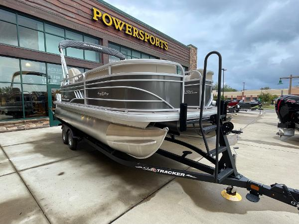 2021 Sun Tracker boat for sale, model of the boat is Party Barge 20 DLX & Image # 2 of 9