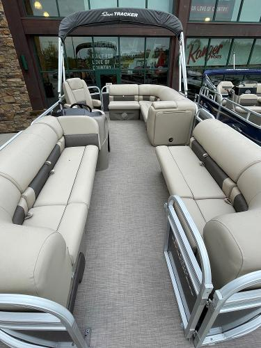 2021 Sun Tracker boat for sale, model of the boat is Party Barge 20 DLX & Image # 5 of 9
