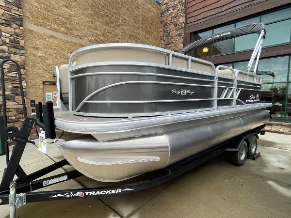 2021 Sun Tracker boat for sale, model of the boat is Party Barge 20 DLX & Image # 3 of 9