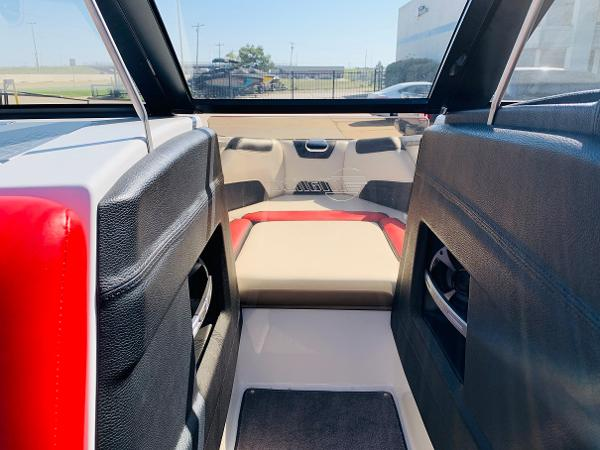 2019 Malibu boat for sale, model of the boat is Wakesetter 22 LSV & Image # 12 of 46