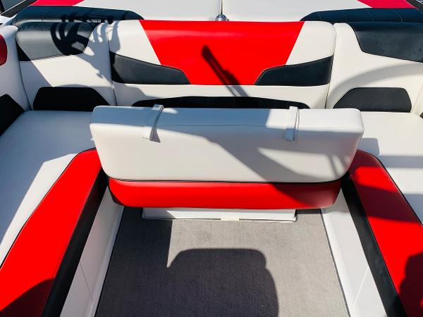 2019 Malibu boat for sale, model of the boat is Wakesetter 22 LSV & Image # 23 of 46