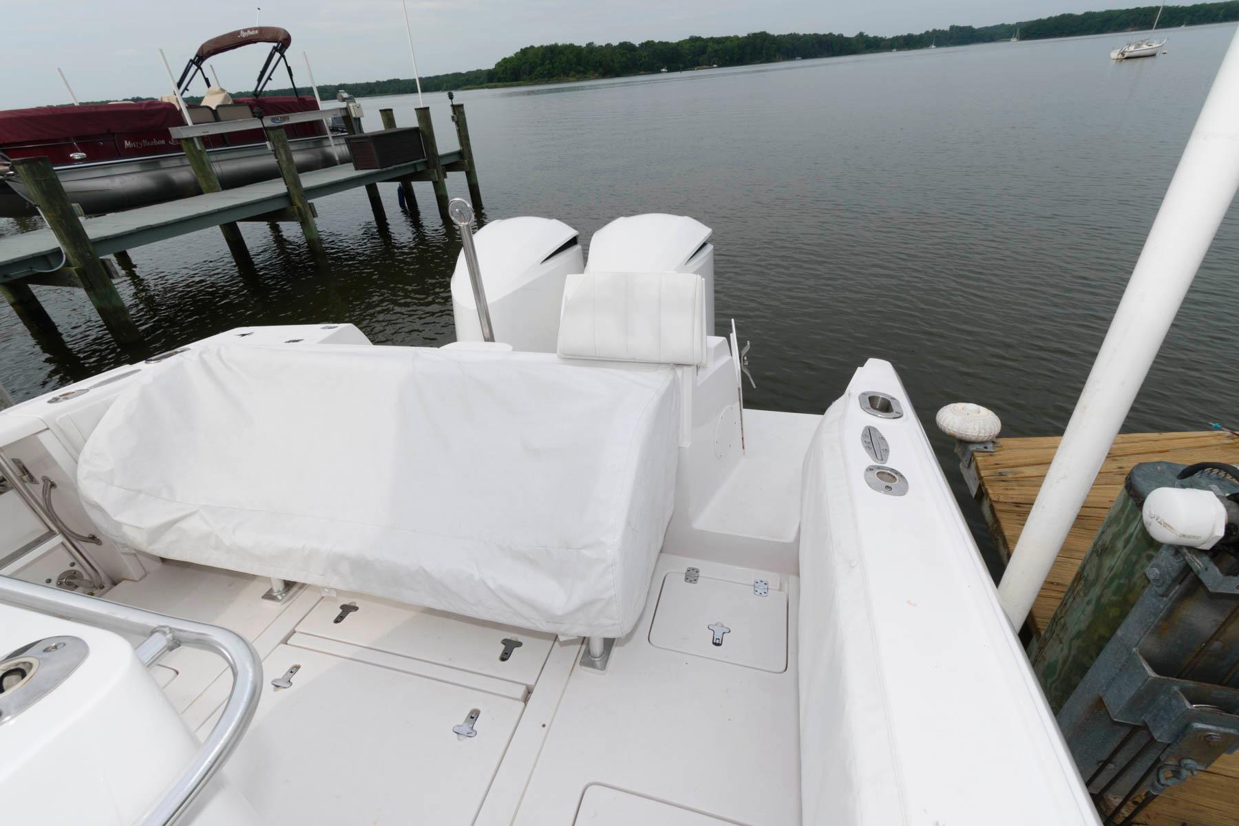 M 6173 EF Knot 10 Yacht Sales