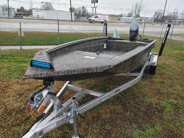 2021 Xpress boat for sale, model of the boat is H18DB & Image # 2 of 15