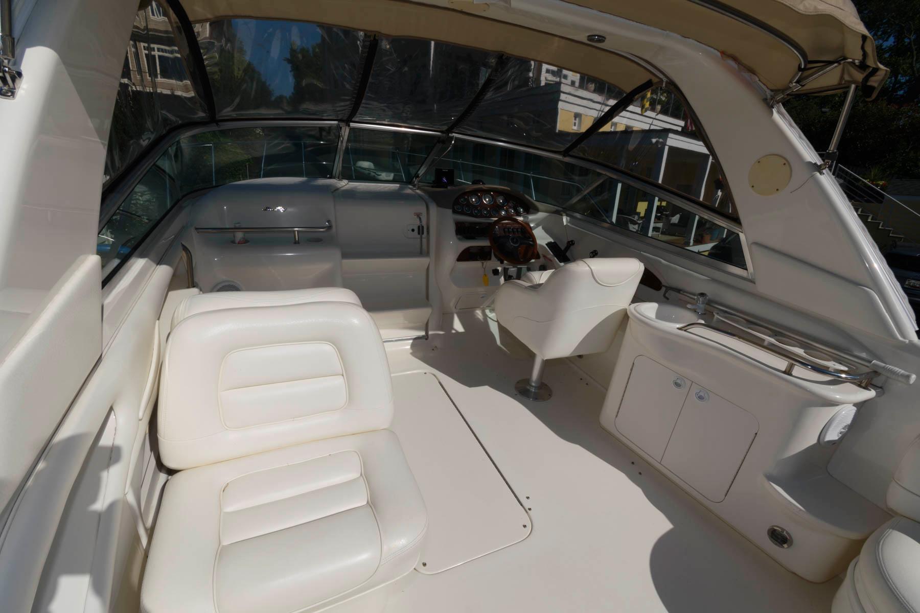 M 6230 PH Knot 10 Yacht Sales
