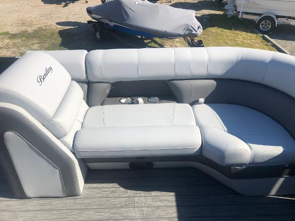 2021 Bentley boat for sale, model of the boat is Elite 223 Admiral (Full Tube) & Image # 15 of 35
