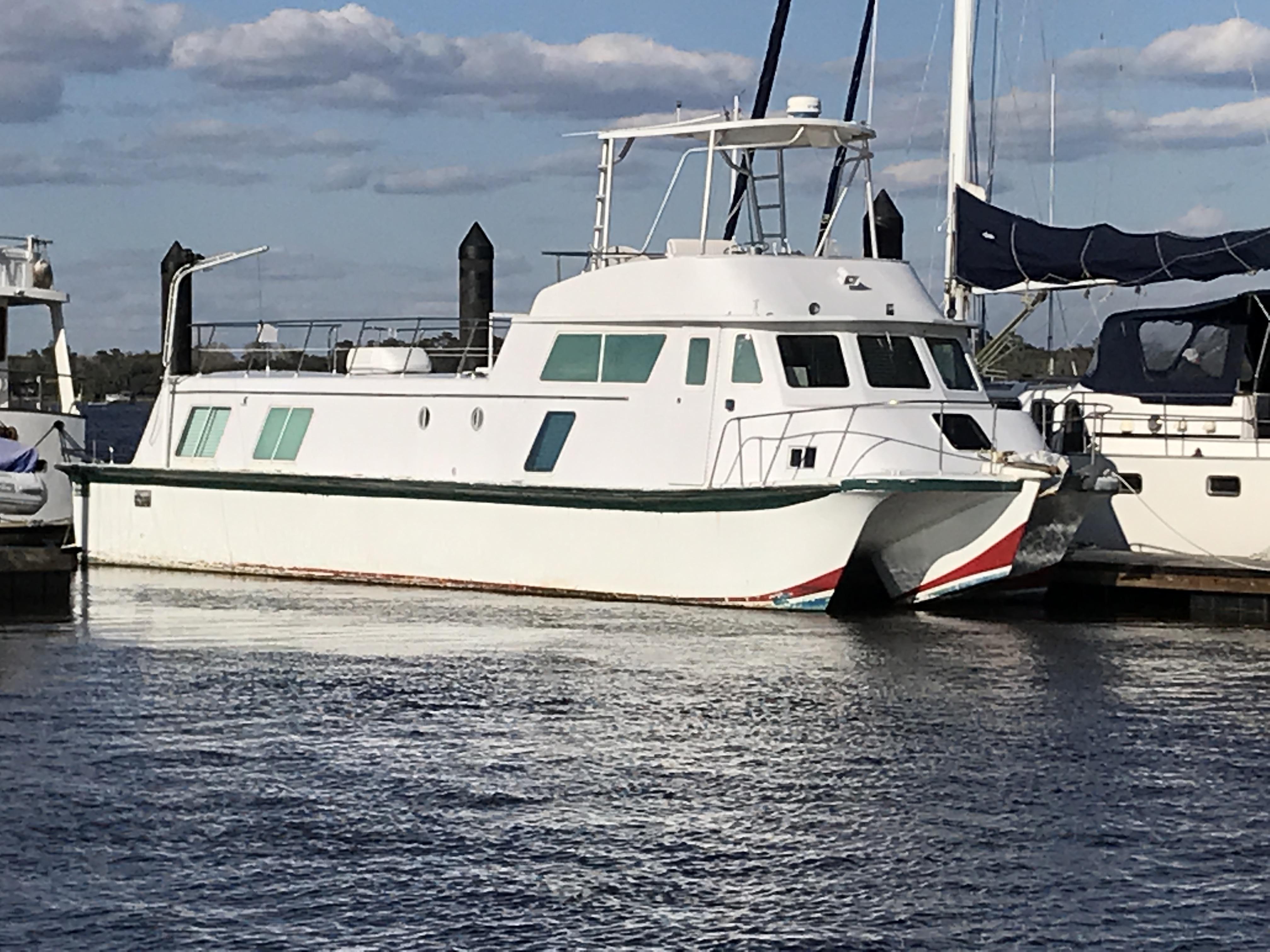 Carri-craft 57-ft Power Catamaran - 1971 Carri-Craft 57 Cruis-Ader power catamaran
