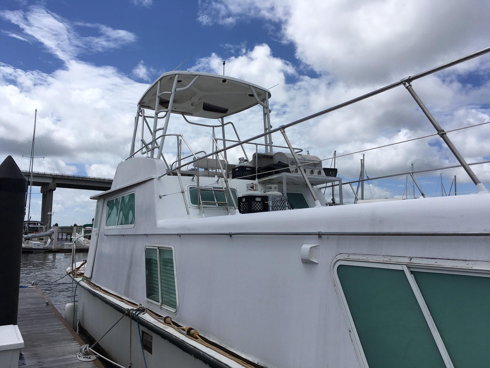 Carri-craft 57-ft Power Catamaran - carri-craft port