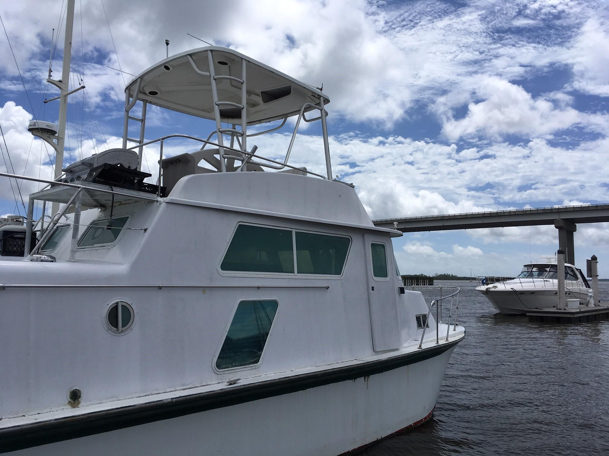 Carri-craft 57-ft Power Catamaran - Carri-craft starboard