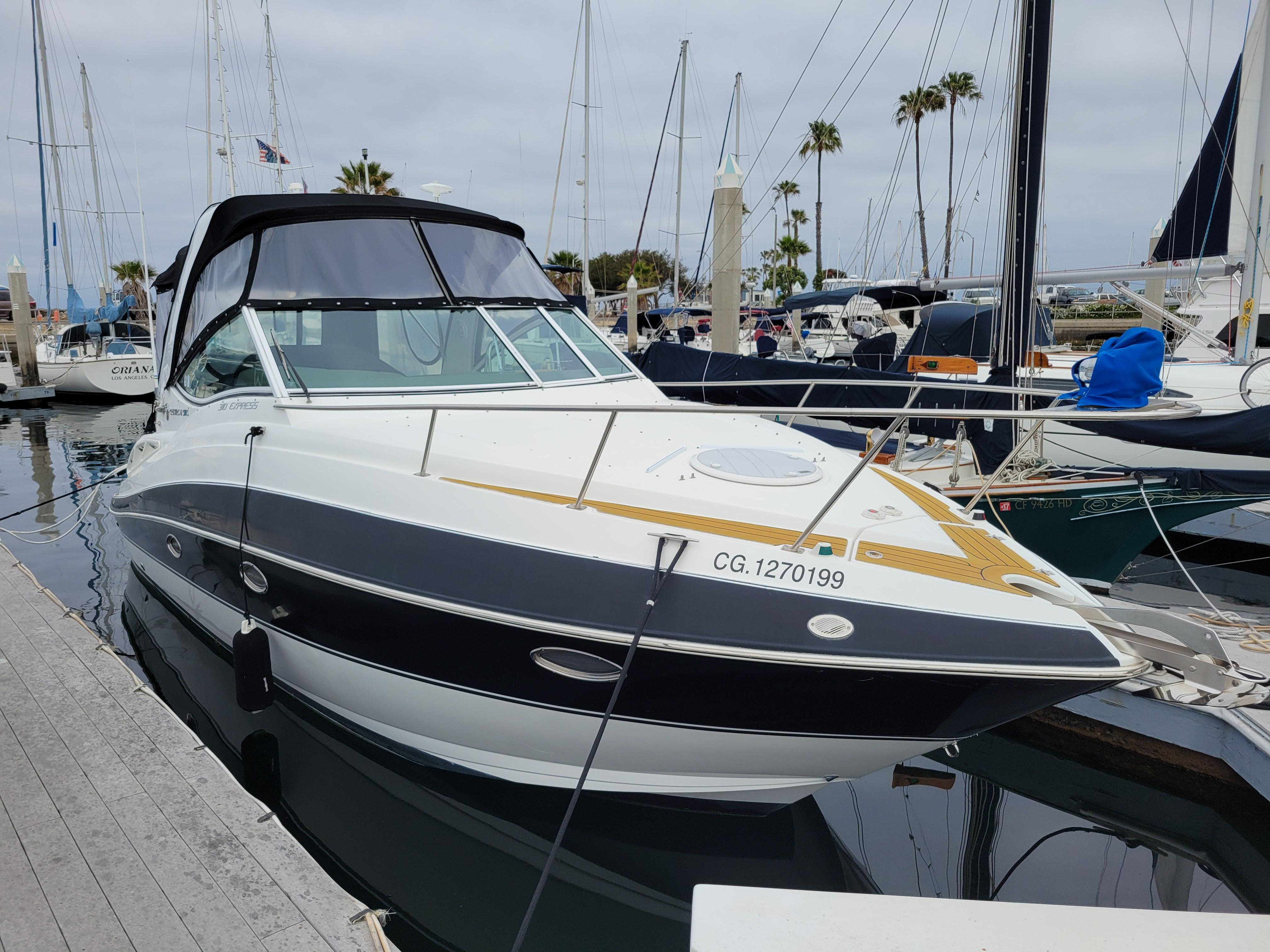 2015 Cruisers Yachts 310 Express