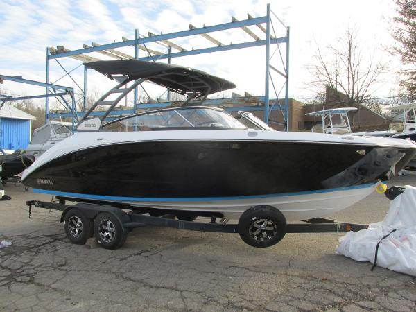 2021 Yamaha boat for sale, model of the boat is 252SD & Image # 1 of 50