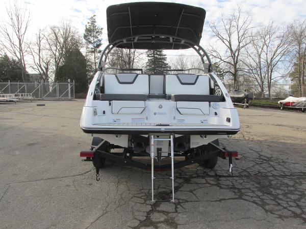 2021 Yamaha boat for sale, model of the boat is 252SD & Image # 3 of 50