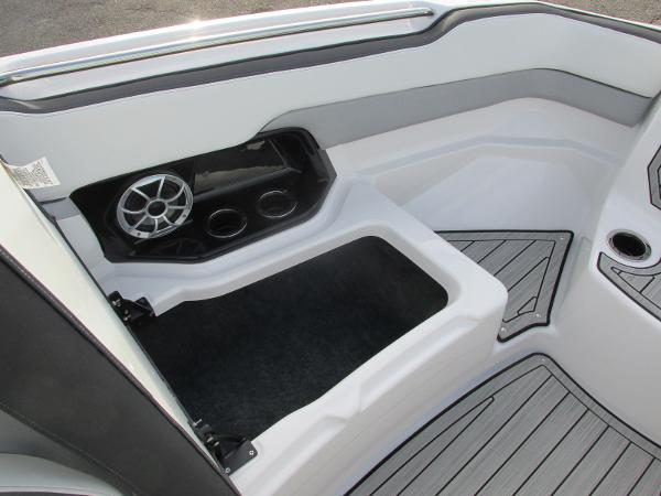 2021 Yamaha boat for sale, model of the boat is 252SD & Image # 11 of 50