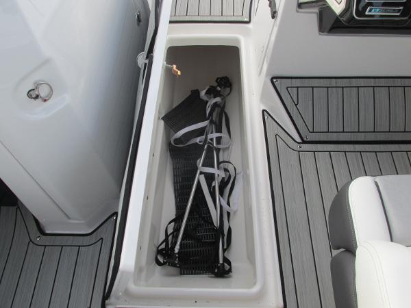 2021 Yamaha boat for sale, model of the boat is 252SD & Image # 17 of 50