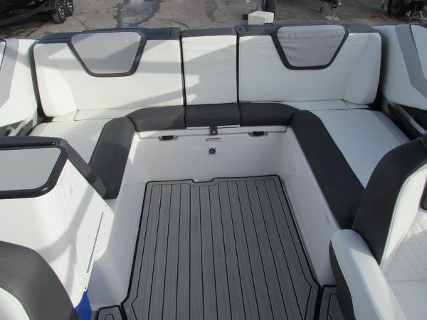 2021 Yamaha boat for sale, model of the boat is 252SD & Image # 20 of 50