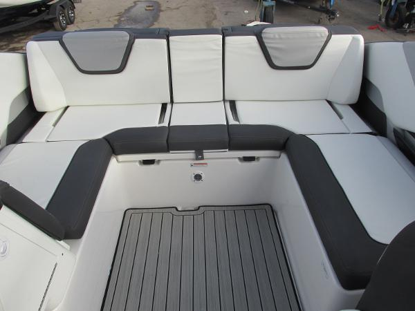 2021 Yamaha boat for sale, model of the boat is 252SD & Image # 21 of 50